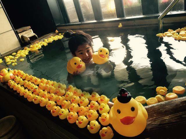 アヒルがいっぱいの家族風呂